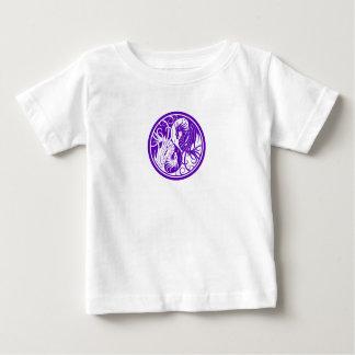 Lila fliegende Yin Yang Drachen Baby T-shirt