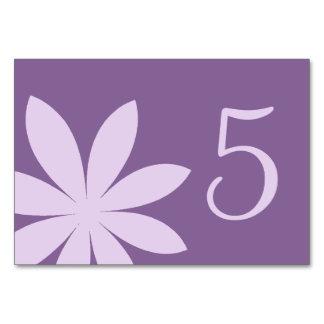 Lila Gänseblümchen-Tischnummern Karte