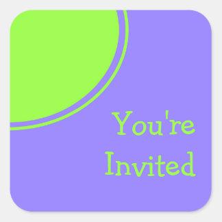 lila hellgrünes Mod-Party laden ein Quadrat-Aufkleber