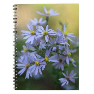 Lila Herbst-Aster-BlumenWildblume-Notizbuch Spiral Notizblock