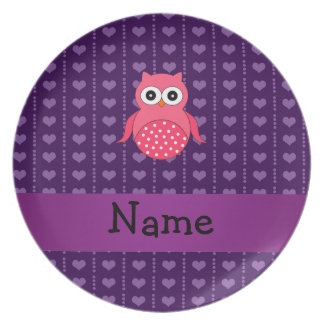 Lila Herzen der personalisierten rosa Namenseule Teller