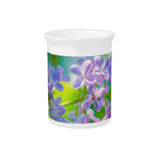 Lila lila Blumen Krug