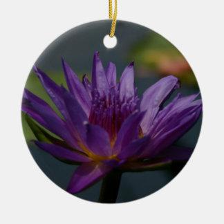 Lila Lotos-Wasserlilie-Blume Keramik Ornament