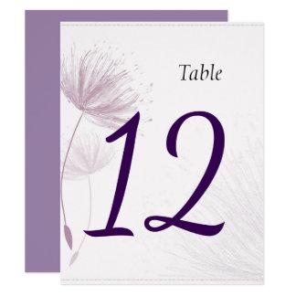 Lila Löwenzahn-Wedding Tischnummern Karte
