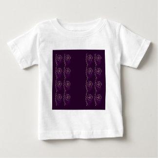 Lila Luxusspitze. Verzierungen Baby T-shirt