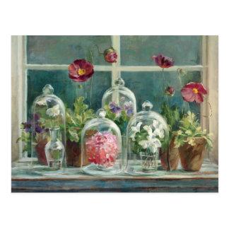Lila Mohnblumen auf einem Windowsill Postkarte