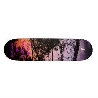 Lila Mond ist ganz herum Skateboarddeck