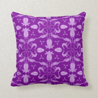 Lila Mustertulpe-Blumen- und -blatt-Drehung pillow Kissen