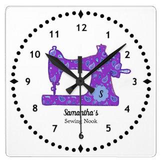 Lila Nähmaschine-große Uhr Paisleys