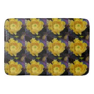 Lila Opuntiekaktus-Gelb-Blumen der stacheligen Badematte