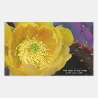 Lila Opuntiekaktus-Gelb-Blumen der stacheligen Rechteckiger Aufkleber