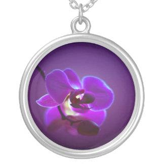 Lila Orchidee Versilberte Kette