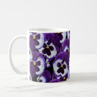 Lila Pansy-Blumenstrauß, Kaffeetasse