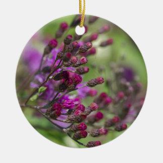 Lila riesige Ironweed-Wildblume-Knospen Keramik Ornament