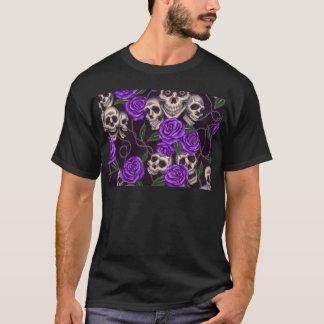 Lila Rosen und Schädel T-Shirt