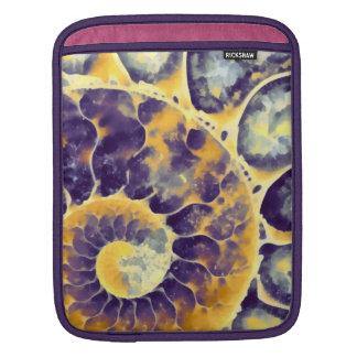lila Sahnenautilus iPad Sleeve