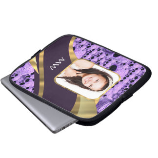 Lila Schädelcollage Laptop Sleeve