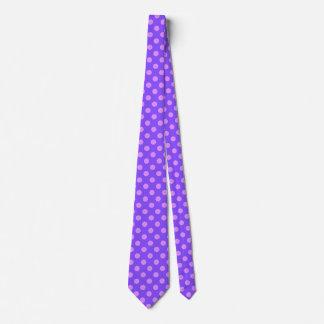 Lila Tupfen auf Singrün Krawatte