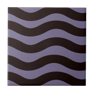 Lila und schwarze gewellte Streifen Keramikfliese