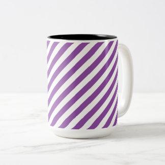 Lila und weißes diagonales Streifen-Muster Zweifarbige Tasse