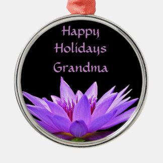 Lila Wasserlilie auf schwarzem Hintergrund Silbernes Ornament