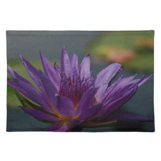 Lila Wasserlilie Tischset