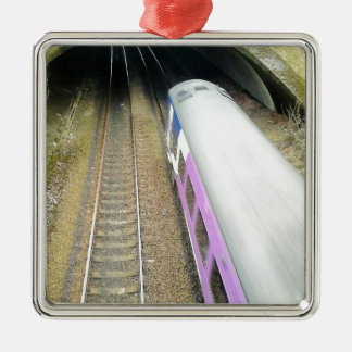 Lila Zug, Eisenbahnlinien, Tunnel, reisend Quadratisches Silberfarbenes Ornament