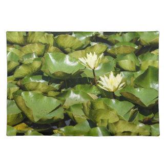 Lilien-Auflagen mit Blüten-Stoff-Tischset Tischset