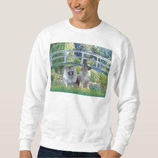 Lilien-Teich-Brücke - zwei Keeshonds Sweatshirt