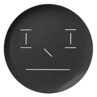 Linie smiley-ernster einfacher weißer schwarzer teller