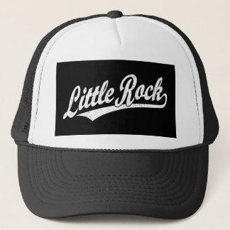Little Rock-Skriptlogo im Weiß beunruhigt Truckerkappe