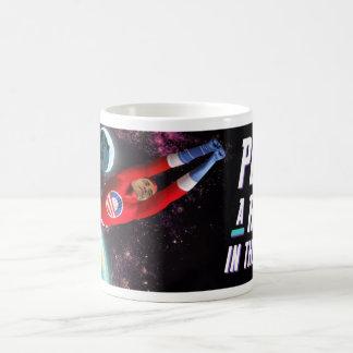 Lochen Sie einen Roboter Kaffeetasse