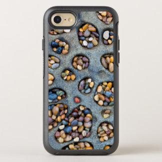 Löcher gefüllt mit Kieseln, CA OtterBox Symmetry iPhone 8/7 Hülle
