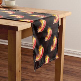 Lodernder heißer rote Paprika-Pfeffer Kurzer Tischläufer
