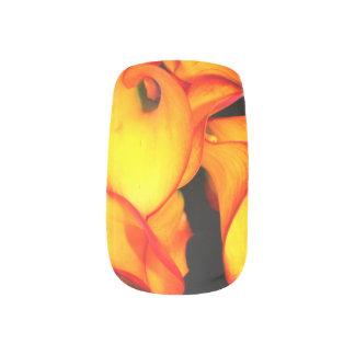 Loderndes Blumennagel-Muster Minx Nagelkunst