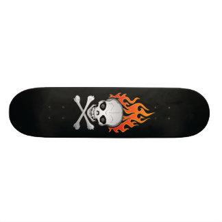 Loderndes Totenkopf mit gekreuzter Knochen-Skatebo Personalisiertes Skateboarddeck