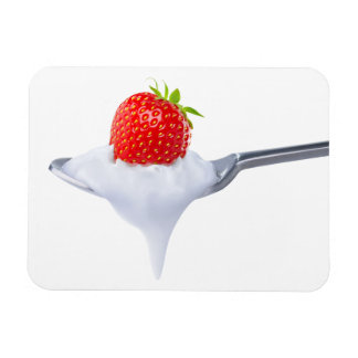 Löffel des Erdbeerjoghurts Magnet