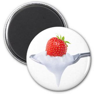 Löffel des Erdbeerjoghurts Runder Magnet 5,1 Cm