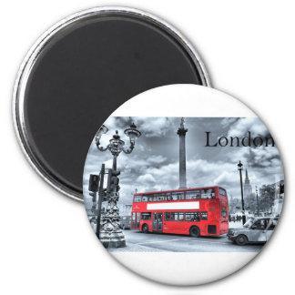 LONDON-BUS in Schwarzem u. im Weiß (St.K) Runder Magnet 5,1 Cm