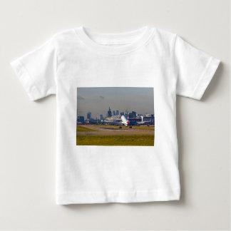 London-Stadt Flughafen Baby T-shirt