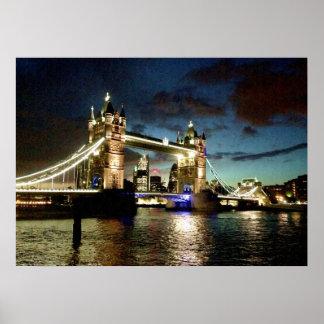 London-Turm-Brücken-Regen Poster