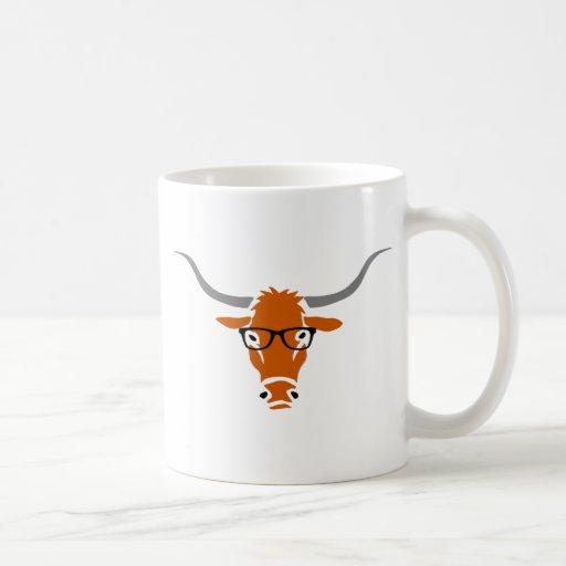 Longhorn mit Hipster-Gläsern Kaffeetasse