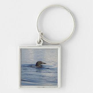 Loon auf dem See Silberfarbener Quadratischer Schlüsselanhänger