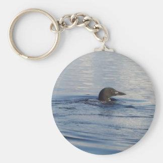 Loon auf dem See Standard Runder Schlüsselanhänger