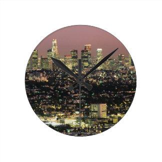 Los Angeles-Stadtbild nachts Wanduhr
