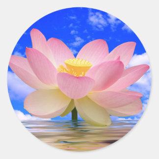 Lotos-Blume geboren im Wasser Runder Aufkleber