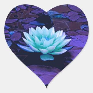 Lotos-Blumen-magischer lila blauer Türkis mit Herz-Aufkleber