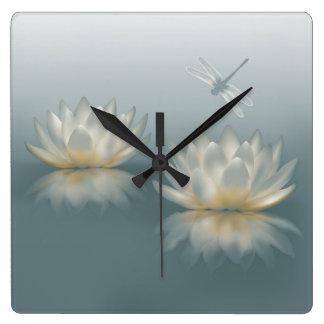 Lotus und Libellen-Wanduhr Quadratische Wanduhr