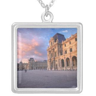 Louvre, Paris, Frankreich Versilberte Kette