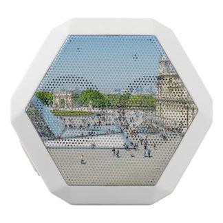 Louvre-Pyramide und Palast in Paris Weiße Bluetooth Lautsprecher